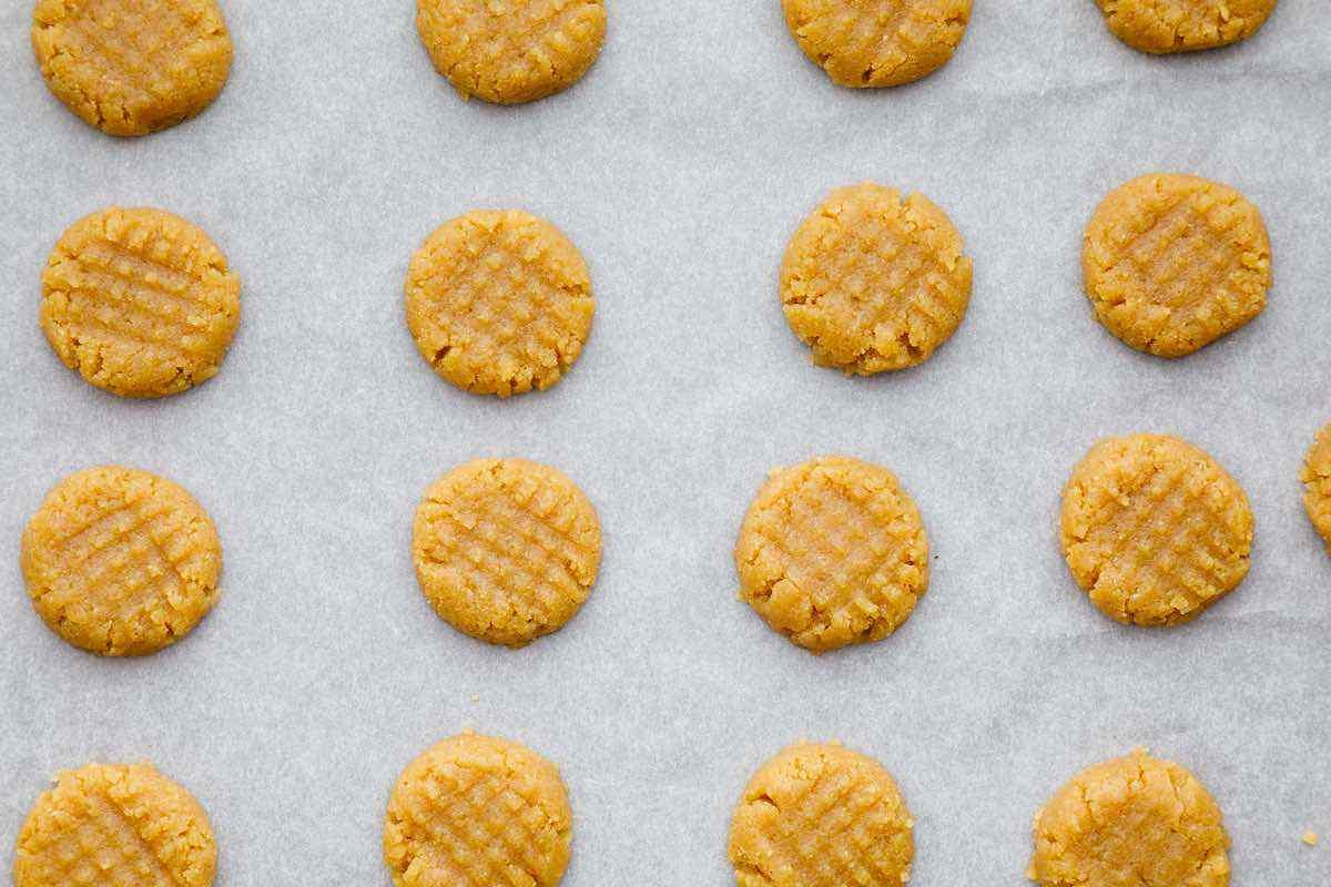 3-Ingredient Keto Peanut Butter Cookies
