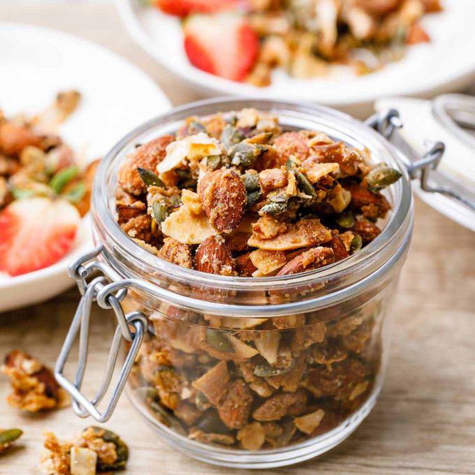 Extra Crispy Low Carb Keto Granola (With Clusters)