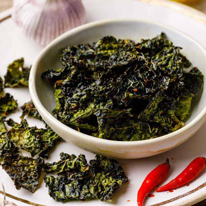 Garlic and Chili Baked Kale Chips