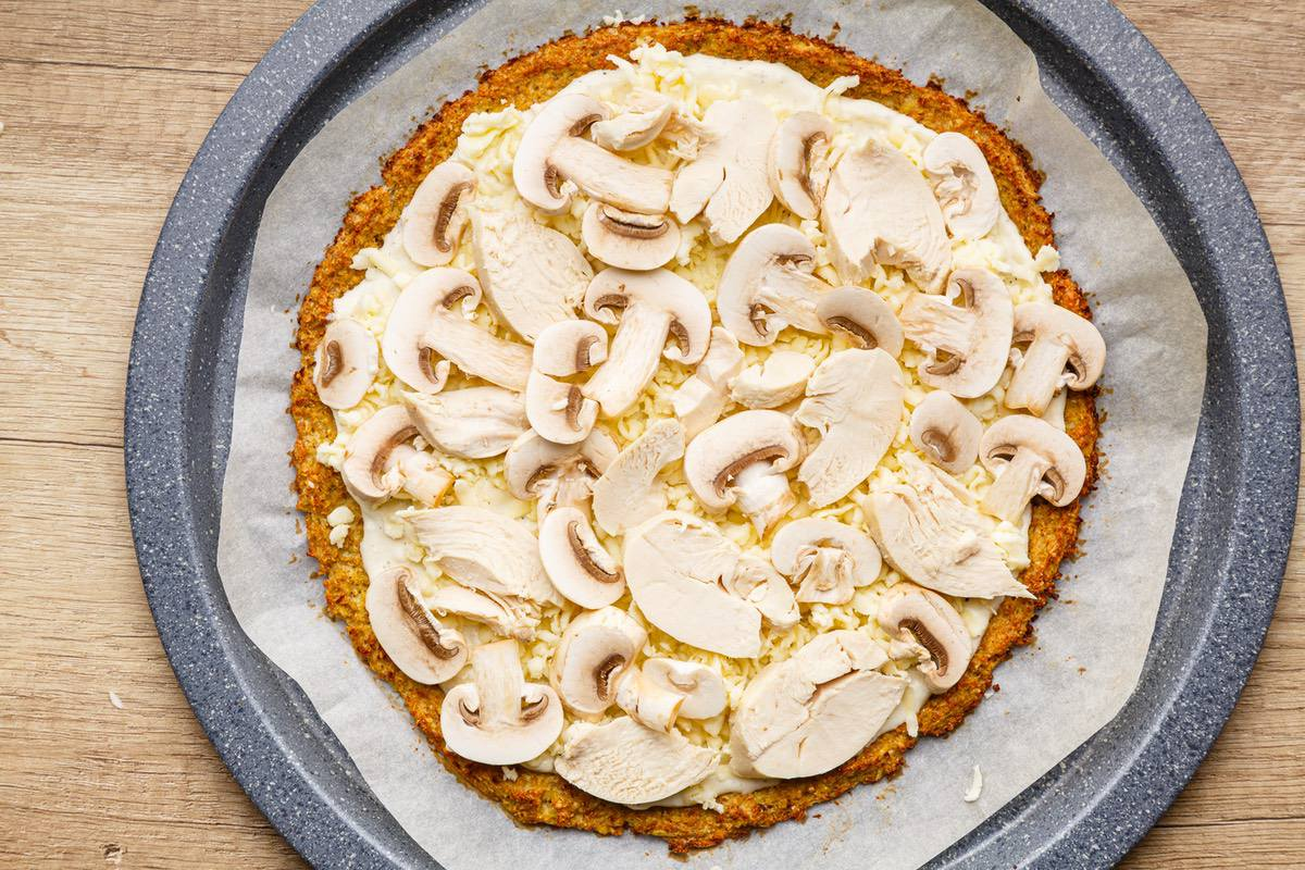 Garlic Chicken Keto Alfredo Pizza